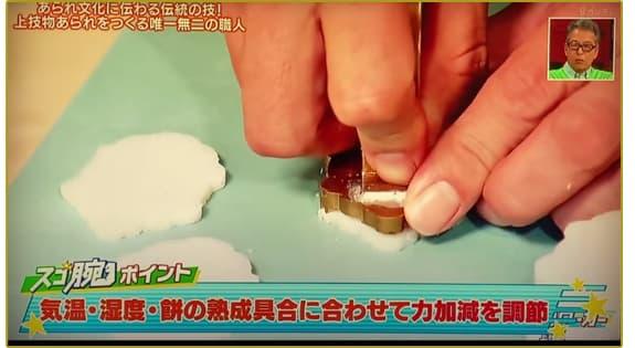 気温・湿度・餅の熟成具合に合わせて力加減を調整